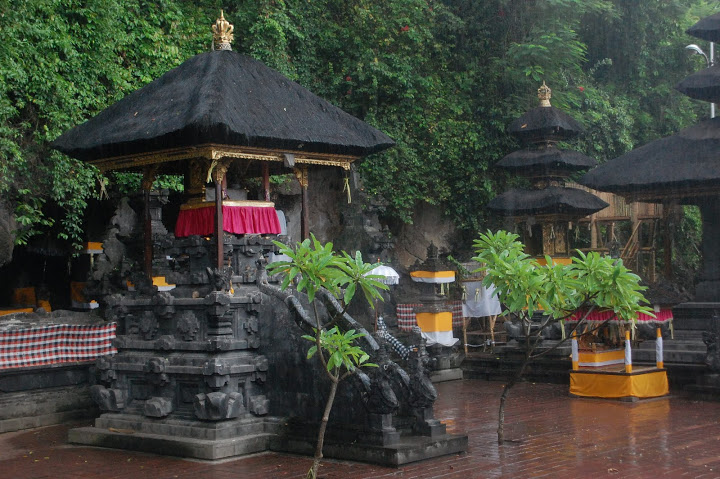 goa lawah an ancient temple where thousands of bats live specialist boat transfer bali to. Black Bedroom Furniture Sets. Home Design Ideas